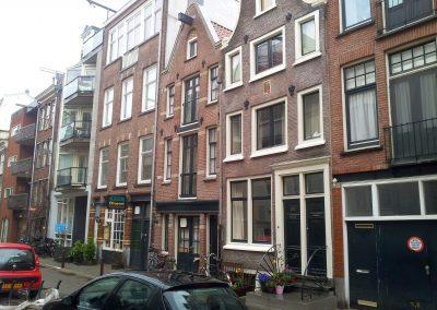 Inmeten woningen Amsterdam